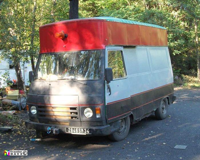 j9 at la valette squat village 2011 traveller dave. Black Bedroom Furniture Sets. Home Design Ideas